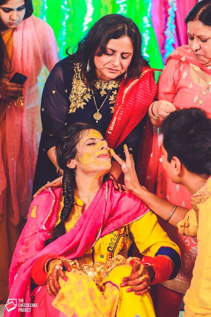 This pretty bride opted for a yellow kurti and a nice fishtail braid for her haldi ceremony.