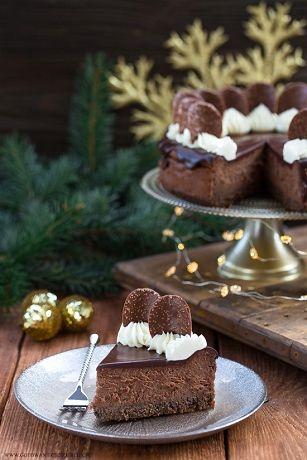 Jeśli myślicie, że znacie już przepis na najlepszy sernik bożonarodzeniowy, to dziś postaram się wyprowadzić Was z tego błędu :) Delikatny makowy spód w postaci