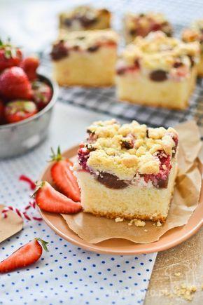 Puszyste ciasto z rabarbarem i truskawkami         Składniki :    świeże truskawki,  rabarbar,  2,5 szklanki mąki,  4 jajka,  1 szklanka cu...