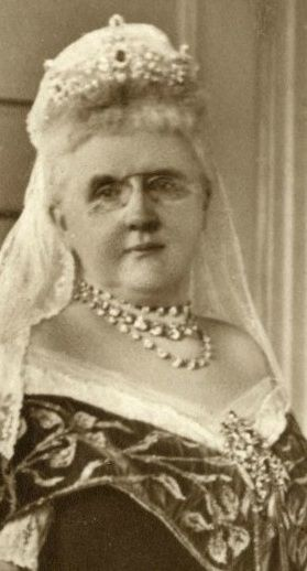 Queen Emma of the Netherlands wearing the ruby parure of the Dutch royal family.
