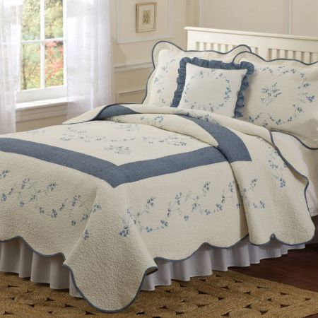 Classic blue on antique white quilt with detailed vermicelli stitch...