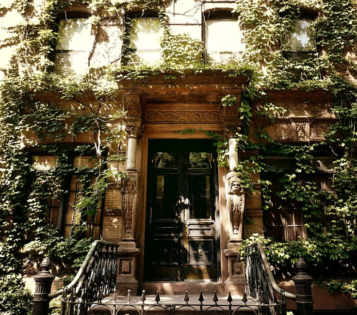 St. Marks Place NY | St. Mark's Place brownstone covered in ivy. East Village, New York ...