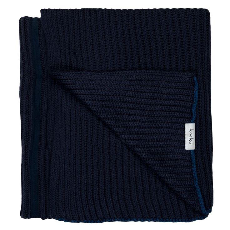 Lekkere warme deken uit de Dublin collectie van Koeka. Deze deken geeft elke kamer een prachtige uitstraling door het grof gebreide materiaal. De deken is zeer mooi in gebruik op de bank, maar ook als bedsprei over het voeteneind van het bed.