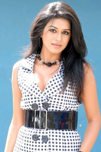Shraddha Das single again.