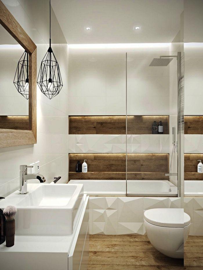 Idee Salle De Bain Petite Surface En Bois Et Blanc Avec Baignoire Douche  Encastrée,