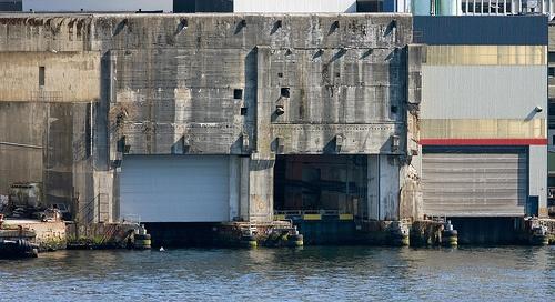 Base de submarinos U-Boot «Bruno» en Bergen    Algunas partes de Noruega están dominadas por su clima. Construir bases de submarinos siempre era difícil por las nevadas y el hielo; las ubicaciones estaban elegidas, pero la ocupación de Francia sólo unos pocos meses después de que Noruega se rindiese, eclipsaron a este último país como sede de las bases para los U-Boot nazis.