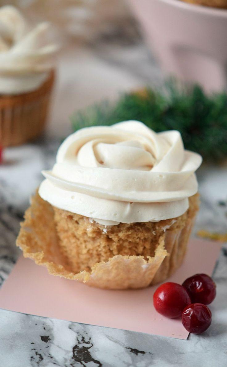How to make eggnog cupcakes! This recipe is a crowd pleaser!! | carmelapop.com