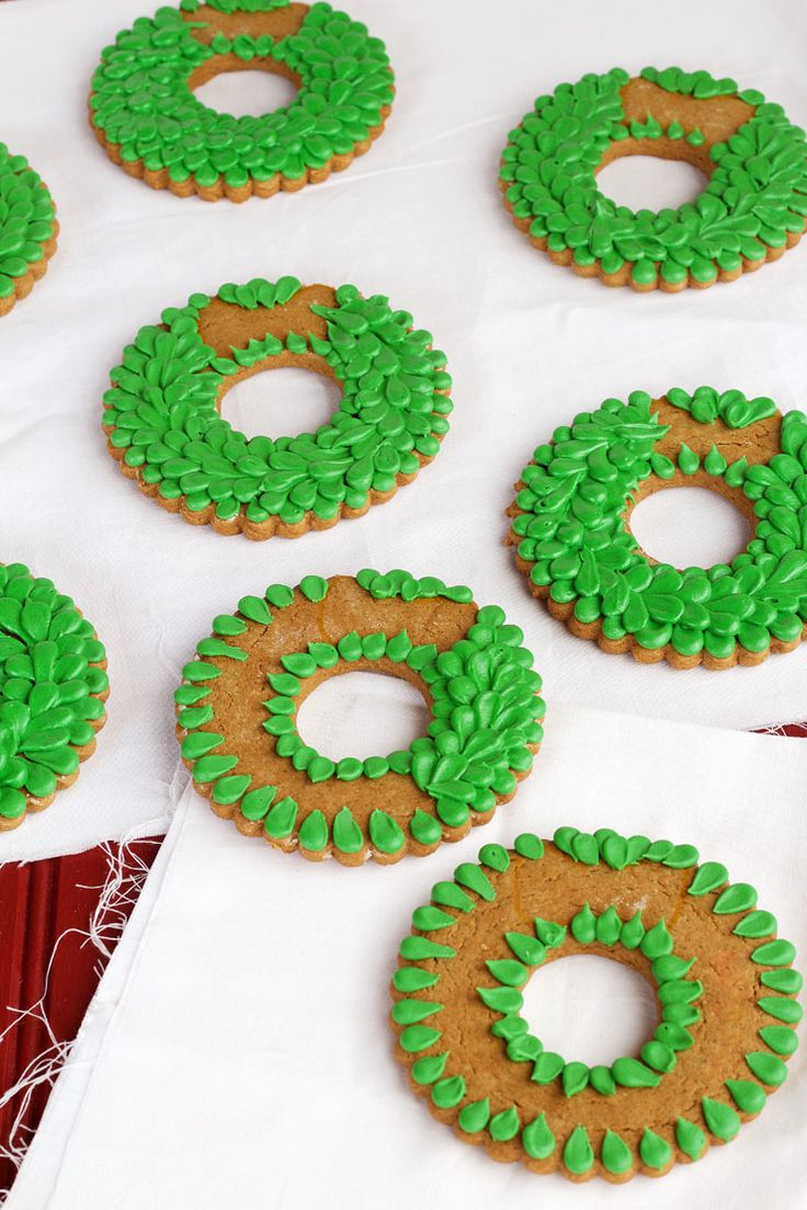 Simple Christmas Wreath Cookies - Sugar Cookies Decorated with Royal Icing via www.thebearfootbaker.com