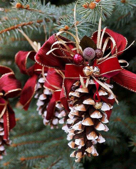 Pine Cone Noël ornement ensemble de Bourgogne 5 par LaivaArt