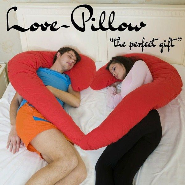 Sevgili Yastığı ile artık bir sevgiliye ihtiyacınız kalmayacak!  http://www.buldumbuldum.com/hediye/love_pillows_sevgili_yastigi/