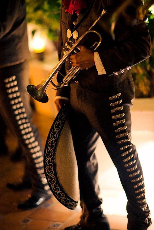 El traje de charro y la música de mariachi es la representativos de la cultura mexicana en todo el mundo.