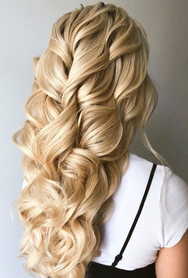 Large Waves Hair Styling Hair Dressers Look To Be Amazing In 2020 Wedding Hairstyles Vintage Wedding Hair Hair Waves