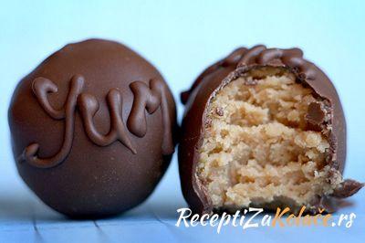 Cokoladne kuglice sa keksom i rumom http://www.receptizakolace.rs/kolaci-recepti/sitni-kolaci-recepti/28-cokoladne-kuglice-sa-keksom-i-rumom