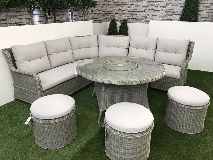 this set includes 1 x king left hand curved bench 1 x king right hand curved bench 1 x king round table with integrated lazy susan 3 x king round stools