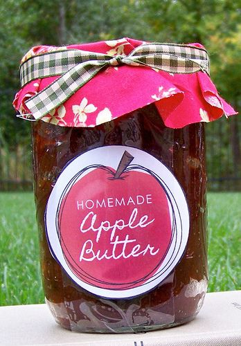 Quick & easy homemade apple butter in the crockpot + free printable gift tags!