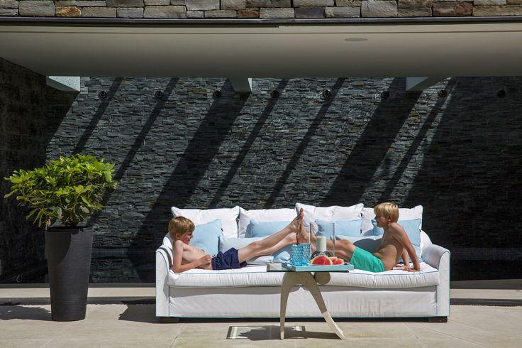 Folie/Verdons outdoor sofa with Perennials fabric