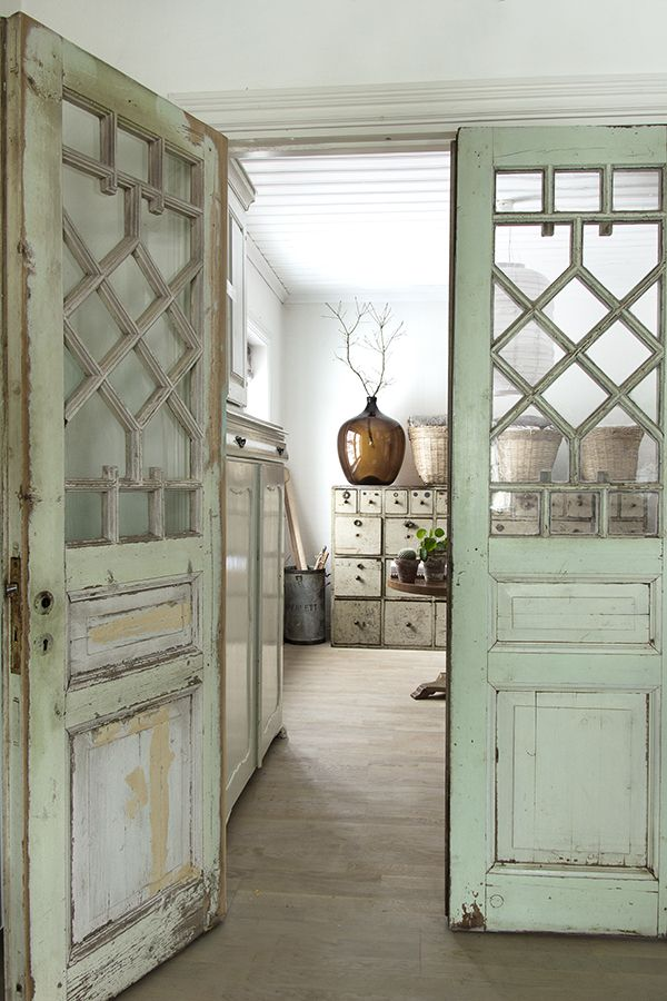 25 best ideas about vintage interiors on pinterest for Antique door decoration