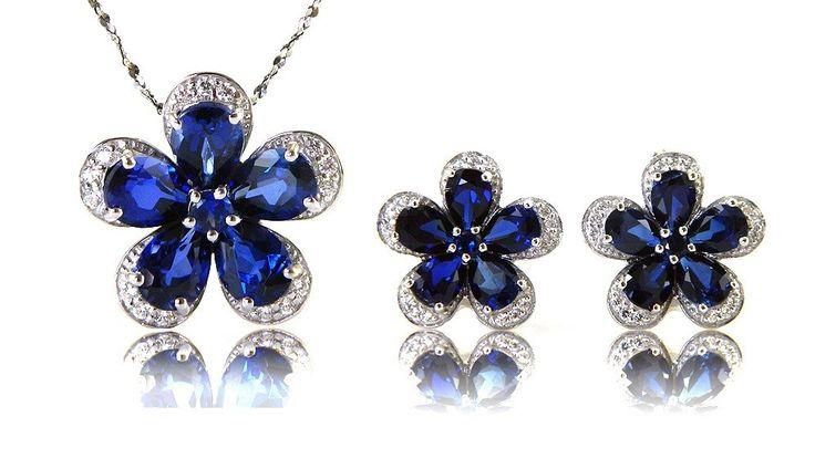 Safire Flowers Colier şi Cercei 10 carate & Silver 925 http://www.borealy.ro/bijuterii/seturi/set-safire-flowers-colier-si-cercei-10-carate-silver-925.html