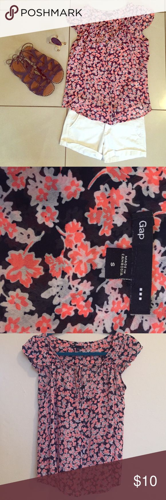 ‼️CLOSET CLOSING 7/9‼️Gap Floral Blouse Size S. Excellent condition. Perfect to wear with white shorts. Please feel free to make an offer or ask any question you may have. GAP Tops Blouses