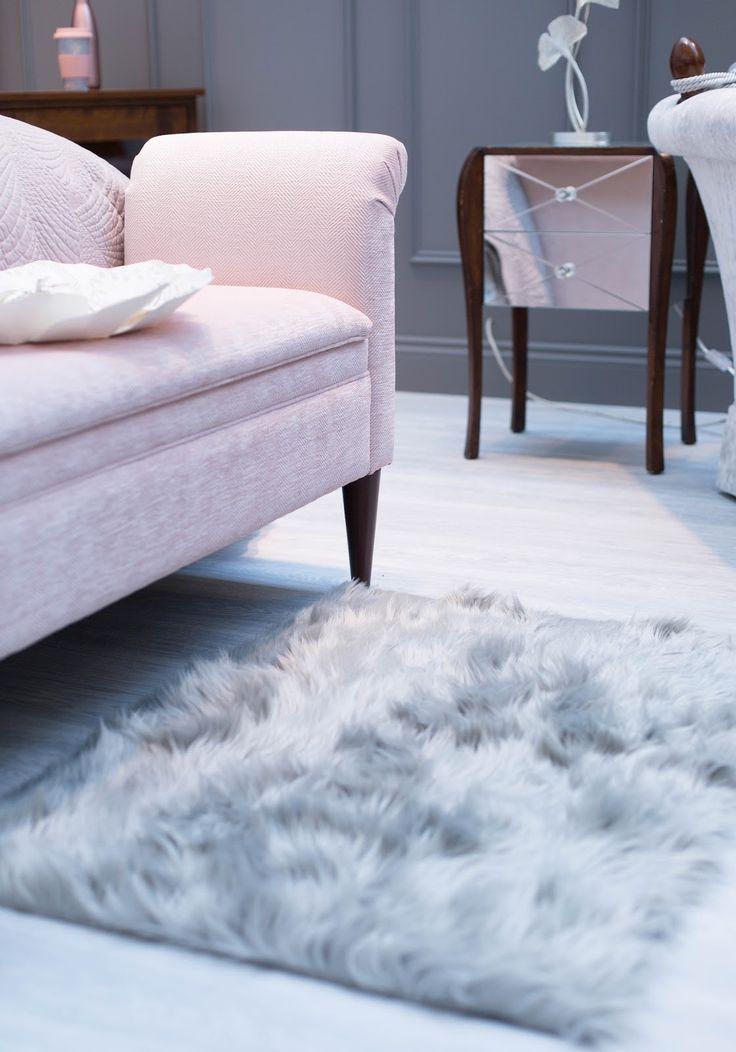 LAURA ASHLEY PRESS SHOW SS17 Grey sheepskin rug. Fluffy rug.