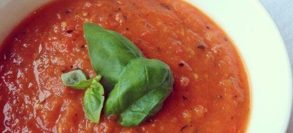 Maak paprika tomatensoep zoals Jamie Oliver met paprika uit de oven. Een recept wat snel klaar is en gemakkelijk voor grotere groepen!