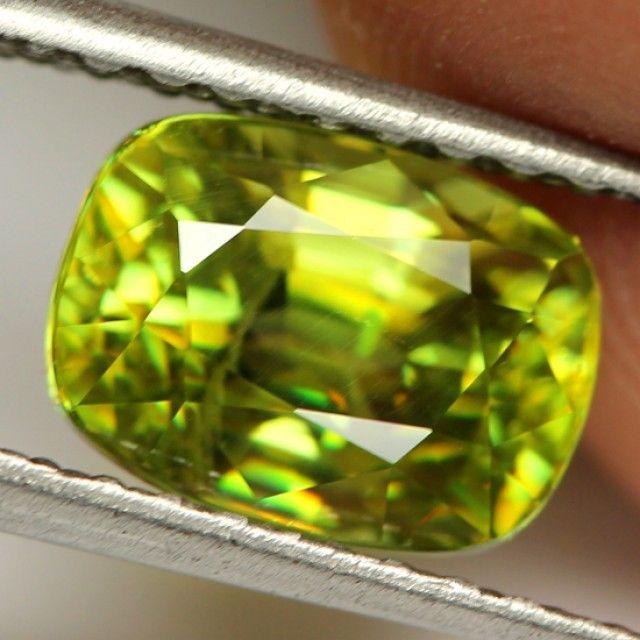 3.15 cts Yellow / Green Sphene (Titanite) (SPH1)  tianite