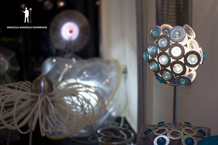 Sfida tra lampade in fase di allestimento.  #opening #marcellogarofaloshowroom #design #designlovers #upcomingdesign #greendesign #idea #italian #milan #designstudio #3marzo