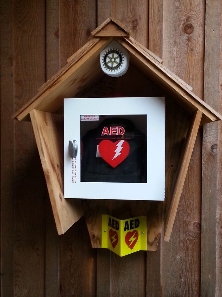 While teaching on OFA course on Bowen Island, I found the cutest little AED house !