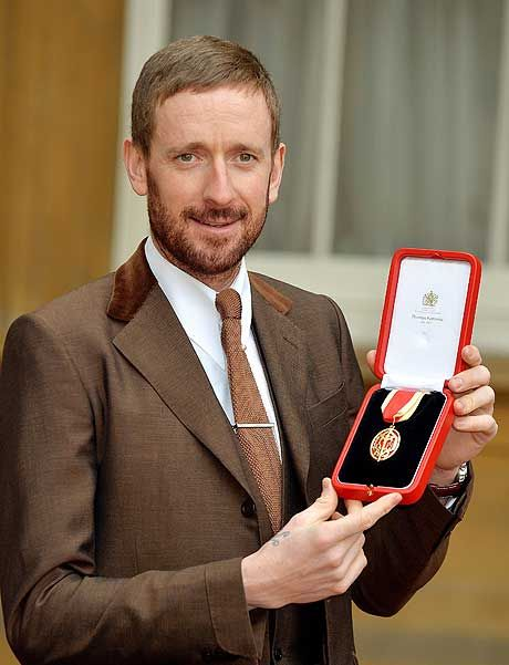 Sir Bradley Wiggins knighted by the Queen at Buckingham Palace - Telegraph