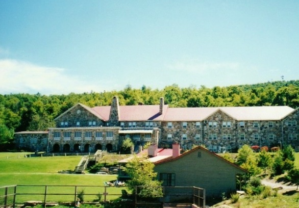 Mountain Lake Conservancy Hotel Lure Nc If It Looks Top 10 Hotels In Chimney Rock
