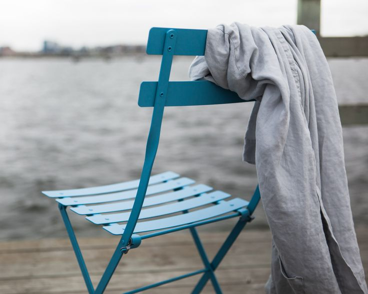Bistrostol från Fermob i Svenssons egna färg - Fjord blue
