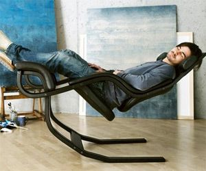 The Gravity balans was designed for power naps. Its ability to simulate weightlessness when fully reclined--by elevating legs above heart, rocking gently to the rhythm of breathing--lulls the user into a state of mental and physical recovery