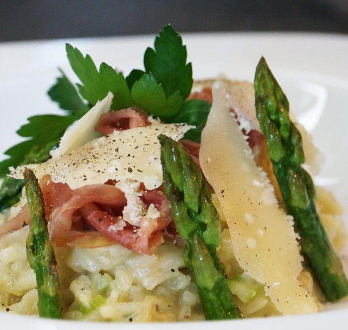 Risotto de printemps aux asperges, parmesan et chiffonnade de jambon italien | Hervé Cuisine