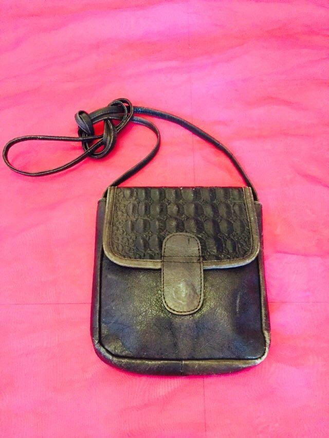 Vintage brown leather satchel handbag by BettyLousBoudoir on Etsy https://www.etsy.com/listing/251062693/vintage-brown-leather-satchel-handbag