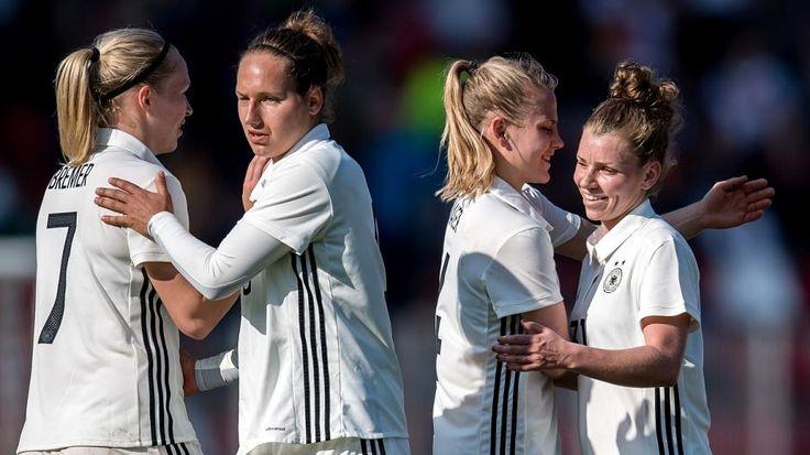 Wir stellen Ihnen den Kader der deutschen Frauen-Nationalmannschaft für das EM-Turnier 2017 in den Niederlanden vor. Kleines Extra: Jede Spielerin hat von Bundestrainerin den Namen einer Comic-Figur zugeteilt bekommen, die deren Persönlichkeit besonders charakterisiert.