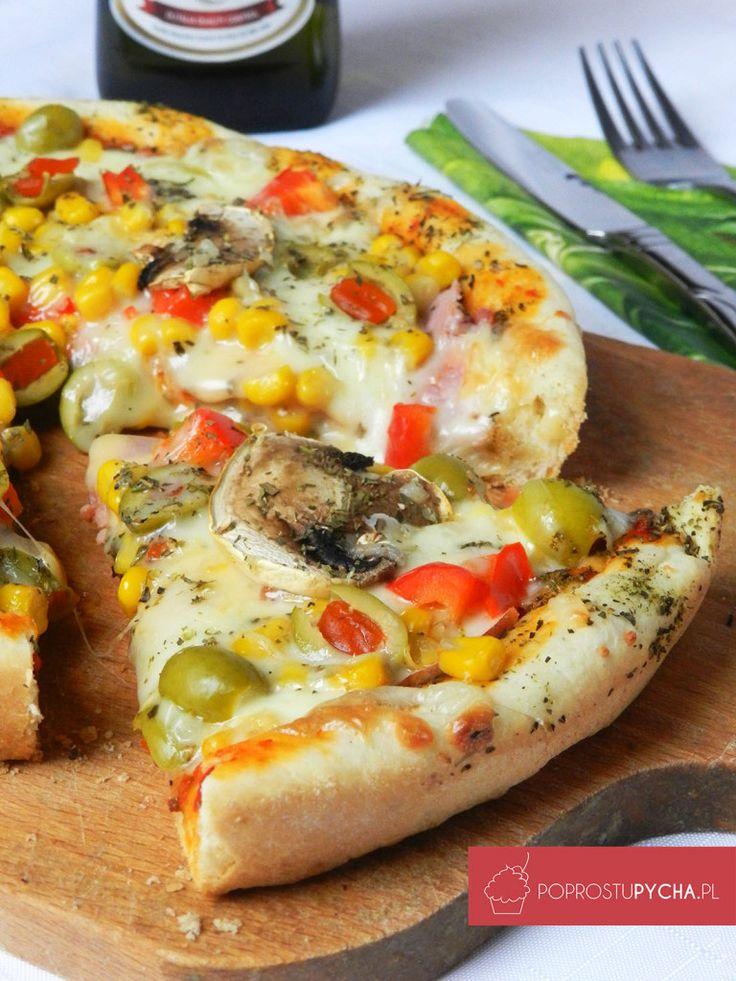 Pizza- 3 sery:mozzarella, parmezan oraz Gouda :)  uwielbiam taką domową pizzę z mnóstwem dodatków oraz duuuużą ilością sera :)  http://poprostupycha.pl/pizza-3-sery/