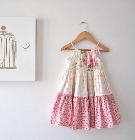 Con volantes bebé niña Pascua vestido rosa algodón crema shabby roses casa rural completa - ropa de niños hecha a mano por Mini persiguiendo a las capas