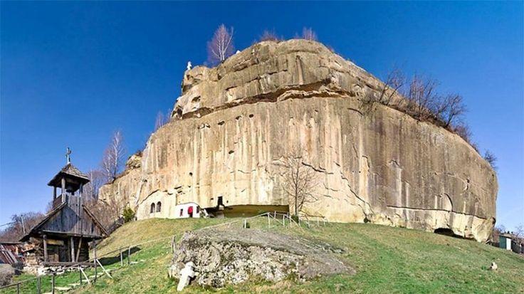 Manastirea ascunsa din Romania unde fiecare pelerin retraieste taina inceputurilor!