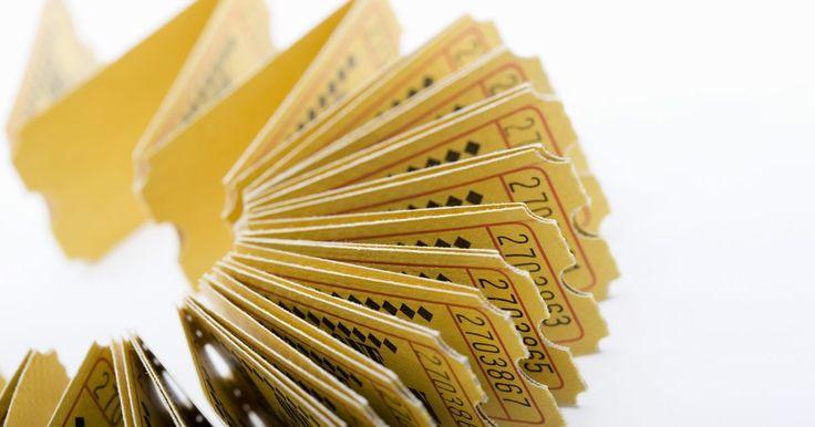 Ideas para vender boletos de rifa. Los boletos de rifa son una manera rápida y sencilla de recaudar dinero para tu evento o para una obra de caridad. Puedes obtener un rollo de 2.000 boletos de rifa por tan sólo unos pocos dólares y vender cada uno por 50 centavos, US$1 o más a tus invitados. El éxito de tu rifa sobre todo depende cómo se anuncia este juego de azar a los ...