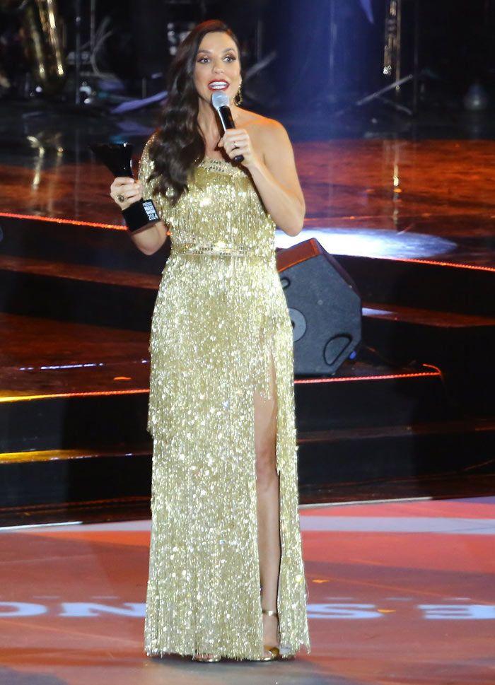 Ivete Sangalo ganha troféu no Prêmio Multishow: http://www.ofuxico.com.br/noticias-sobre-famosos/ivete-sangalo-ganha-trofeu-no-premio-multishow-2014-felicidade-e-meu-nome/2014/10/29-219577.html