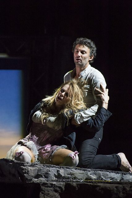 Kristīne Opolais as Manon Lescaut and Jonas Kaufmann as Chevalier des Grieux in Manon Lescaut, The Royal Opera © ROH / Bill Cooper 2014 by R...