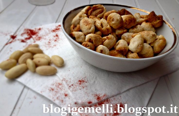 Caramelle di mandorle http://blogigemelli.blogspot.it/2014/11/caramelle-di-mandorle.html