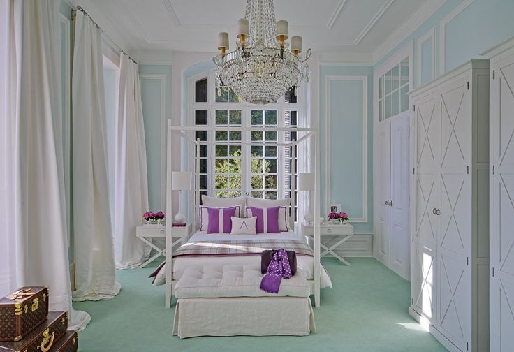 Elegant Regal Glamourous bedroom in turquoise robins egg baby aqua blue and pop of fuchsia pink by Portuguese designer Ana Cordeiro