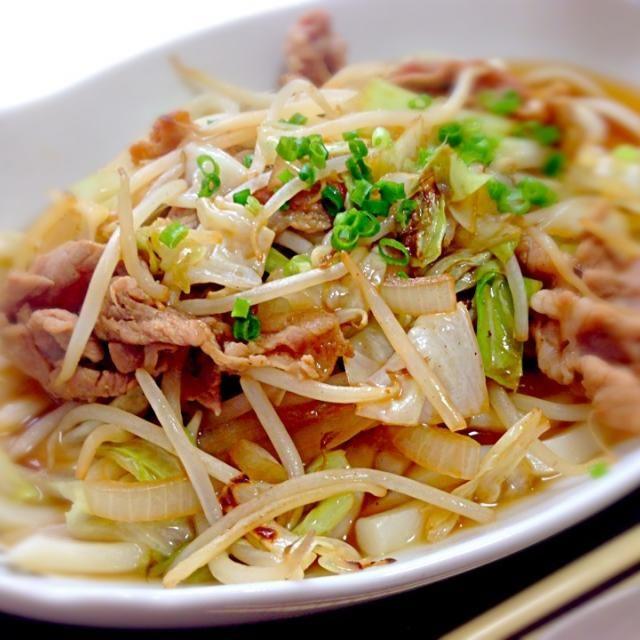 今日のお昼はうどーん(≧∇≦) 旦那とチビたちはカルボナーラ❤ - 69件のもぐもぐ - スタミナ肉うどん by mms26mr