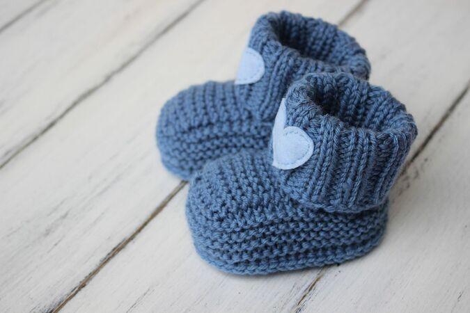 Strickanleitung für Jungenschuhe in 2020 | Babyschuhe ...