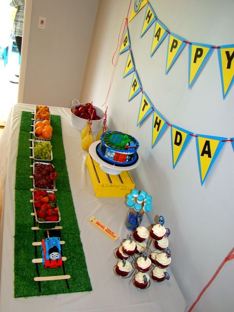 Thomas snack train - cute idea for the hors d'oevres: Birthday Parties, Thomas The Training, Parties Ideas, 2Nd Birthday, Training Parties, Fruit Bar, Training Food, Popsicles Sticks, Birthday Ideas