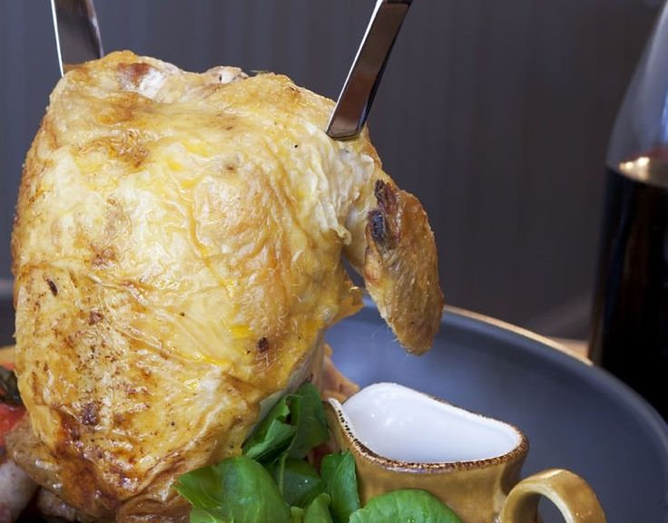 Жареный цыпленок с салатом цезарь