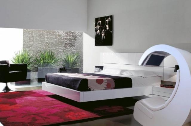 En la calidez del dormitorio, tu punto de acceso a internet, muy cómodo.