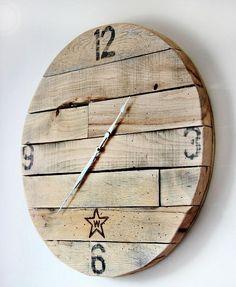 Découvrez 5 idées DIY pour réaliser une superbe horloge en bois tendance, de style rustique. Tutoriels, matériel et étapes de réalisation. Plus
