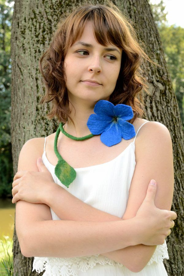 I made this blue flower necklace, because I love forget-me-nots. It is a perfect jewelry for romantic women.